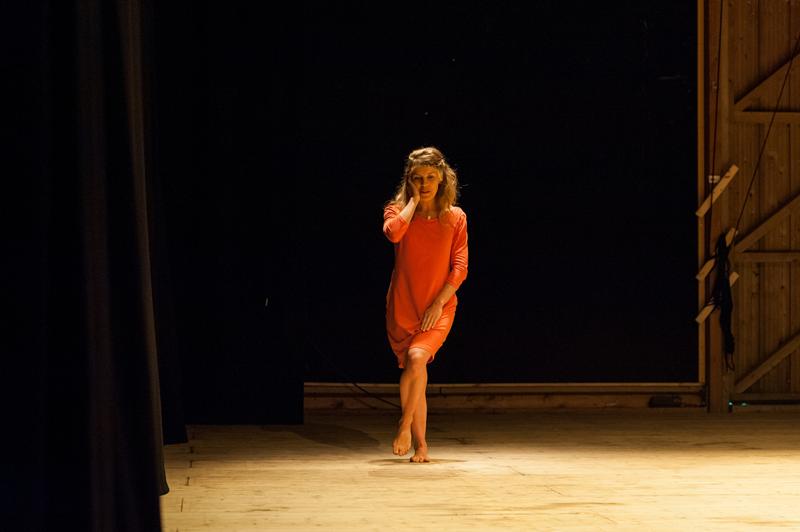 08_Catarina_de_Oliveira_performance_day_Ferme_du_Buisson_Ouroumov_REDUZIDA.jpg